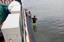 Lanal Karimun evakuasi penumpang kapal kandas