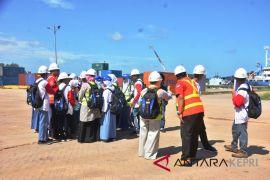 BUMN Hadir : Peserta SMN terkesan pengelolaan pelabuhan Pelindo 1