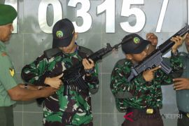 BUMN Hadir -  Kodim 0315/Bintan kenalkan senjata ke peserta SMN
