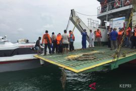 Kapal MV Satria Pratama kandas di Pulau Hellen