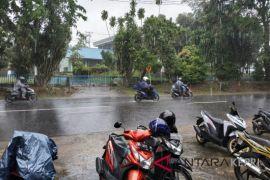 BMKG : waspada potensi hujan dan petir seminggu ke depan