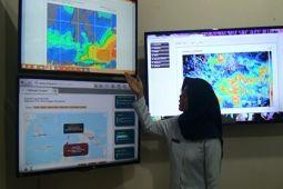 BMKG ingatkan waspadai hujan lebat-petir di Lampung