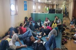 Melepas Lelah Ala Pemudik di Kapal Penyeberangan