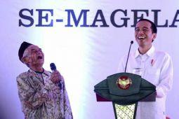 Ketika Kakek-Nenek Rebutkan Hadiah Sepeda dari Presiden