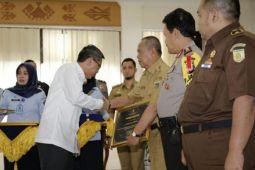 Gubernur Ridho raih penghargaan dari Kemenkum dan HAM