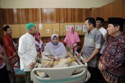 Gubernur Ridho Kunjungi Istri KH Muhsin Abdillah