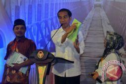 Presiden serahkan 3.500 sertifikat untuk warga Lampung