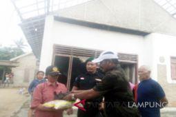 Bandrong Banten serahkan bantuan korban puting beliung