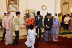 Presiden bersilaturahmi dengan pejabat dan masyarakat