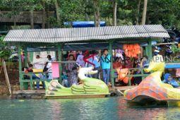 Ratusan pengunjung padati objek wisata Lampung Timur