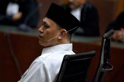 Jaksa tuntut Bupati Mustafa 4 tahun enam bulan penjara
