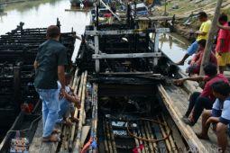 Dua kapal nelayan terbakar