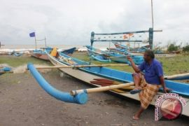BMKG: gelombang empat meter perairan barat Lampung