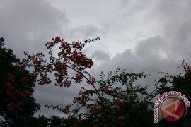 Lampung diprakirakan berawan dan hujan