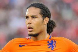 Bek Liverpool jadi kapten timnas Belanda