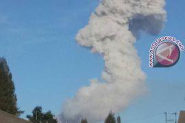 Material erupsi Sinabung sampai Langkat