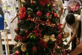 Penjualan Pernak-Pernik Natal