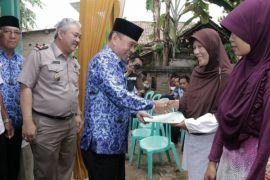 Pemkab Pringsewu serahkan 300 sertifikat tanah kepada warga