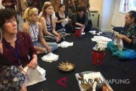 Batik mendapat apresiasi warga Inggris sebagai karya seni