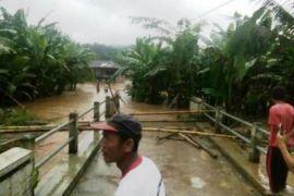 Banjir di Bandar Negeri Suoh Tiga Warga Masih Hilang
