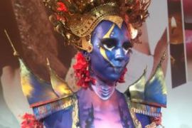 Wow..body painting tema Sumber juara di Paris