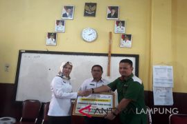 PT Semen Baturaja bantu SD Sumurbatu Bandarlampung