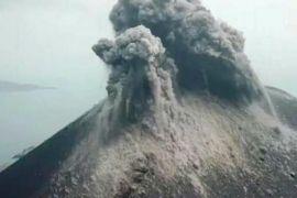 BNPB: Gunung Anak Krakatau Meletus 576 Kali