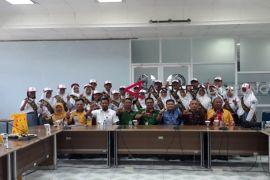 BUMN Hadir - Panitia berikan peserta SMN wawasan budaya Lampung