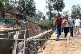Pemkab Lampung Selatan perbaiki jembatan sinar rezeki
