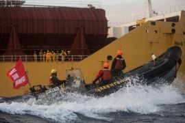 Aktivis Greenpeace ditahan karena naiki kapal pembawa sawit asal Indonesia