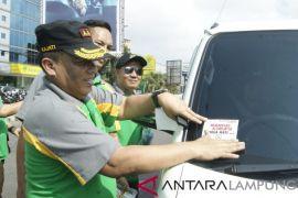 Kejati Lampung Bagikan Kaos Peringati Hari Anti Korupsi