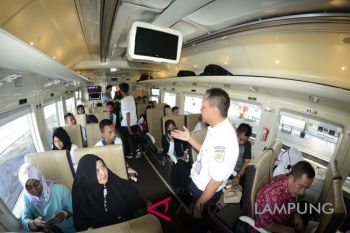 Siswa SMN Gorontalo Naik Kereta Api