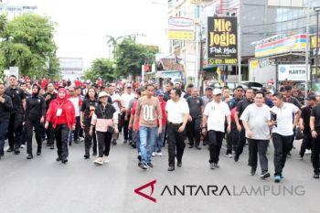 Jokowi jalan sehat bersama warga