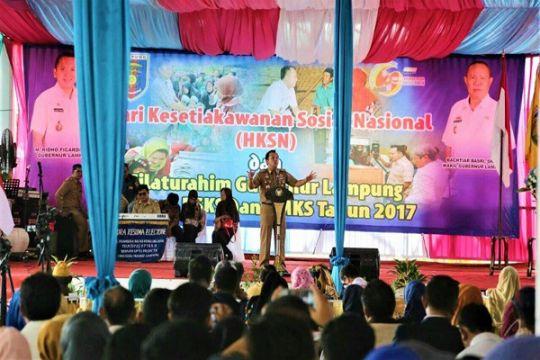 Gubernur Berikan Uang Tali Asih Relawan Sosial