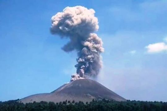 Gunung Anak Krakatau Aktif Level Waspada