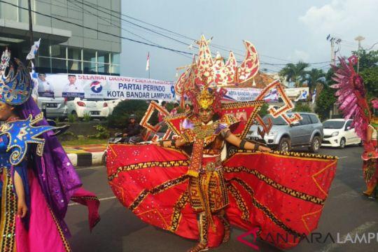 Warga Ramaikan Parade Seni Budaya Hari Guru