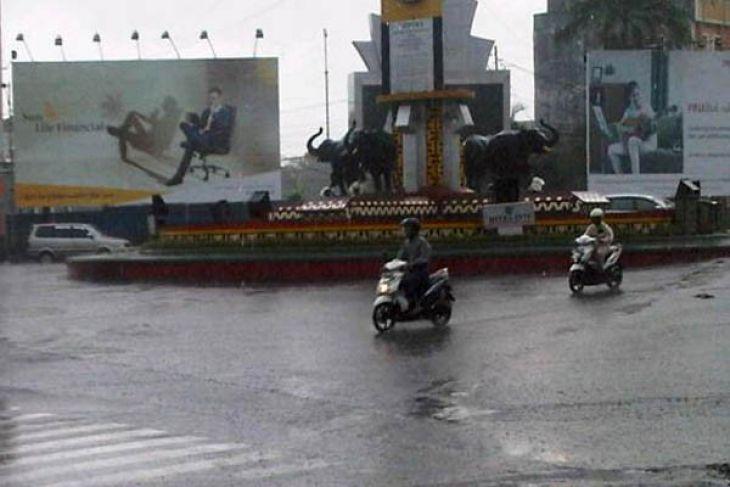 Lampung berawan hujan ringan dan sedang