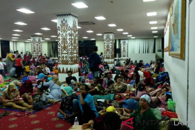 Jumlah pengungsi di kantor gubernur berkurang