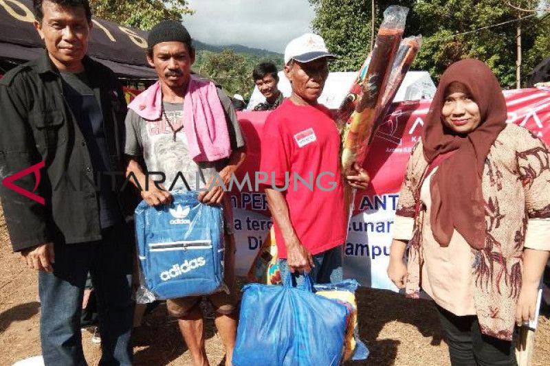 Warga Korban Tsunami Antusias Terima Bantuan BUMN