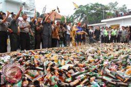 Polres Polewali Mandar Sita Ratusan Minuman Keras