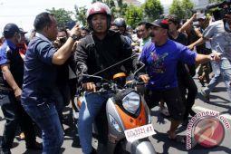 Tolak Transportasi Daring Demonstran Macetkan Makassar