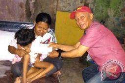 Jurnalis Makassar Santuni Bocah Penderita Lumpuh Layu