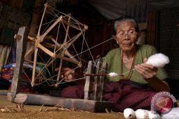 Pemintal benang tradisional Toraja