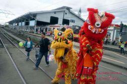 Hujan warnai Imlek di Makassar