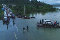Lalulintas Sulteng-Sultra lumpuh akibat banjir Konawe Utara