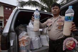 Polres Mamuju sita ratusan liter miras tradisional