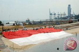 KPU Sulbar kibarkan bendera Merah Putih raksasa