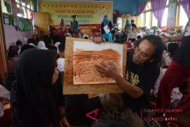 Manfaatkan tanah liat siswa SD diajar melukis