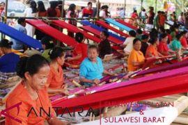 Penenun Sa`dan bertahan dari gempuran motif Toraja
