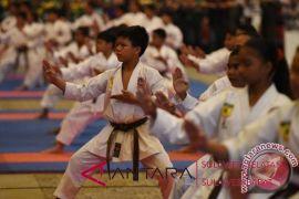 Badrodin Haiti lantik 1.000 karateka Sulselbar